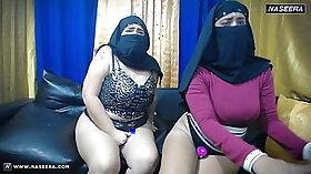 Cam; hottie gets cumshot & hot lesbo show