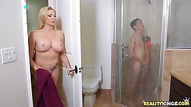 Step mom Tissia finally let her young self suck daddy dick